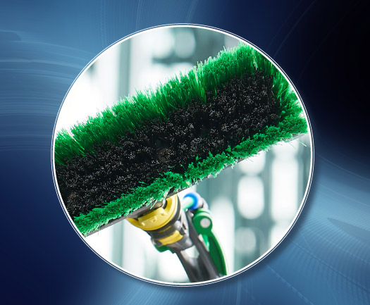 UNGER nLITE telescopic waterfed pole brush with power bristle technology