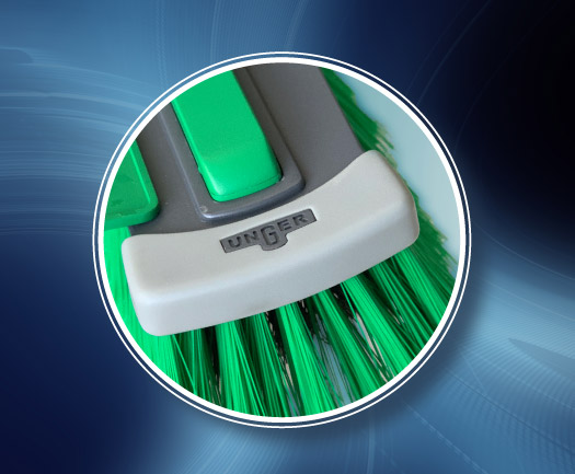 UNGER nLITE telescopic waterfed pole brush with soft touch bumper