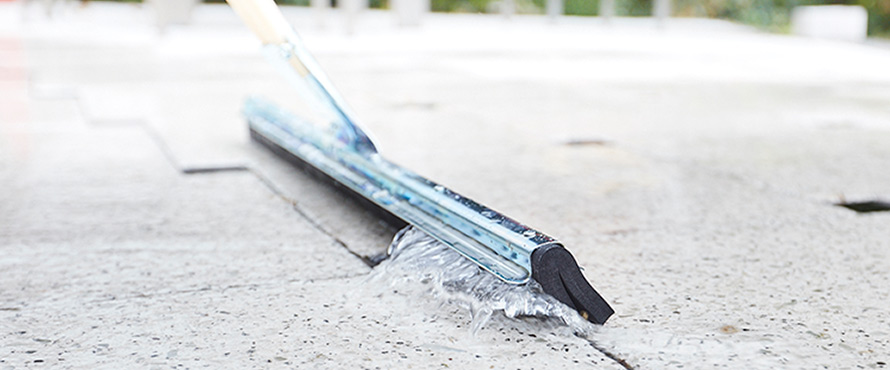 Floor squeegees & brushes